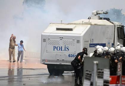 Η διεφθαρμένη κυβέρνηση Ερντογάν έδειξε το πραγματικό της πρόσωπο στη βίαιη καταστολή των αυθόρμητων, μαζικών και ειρηνικών διαδηλώσεων στην πλατεία Ταξίμ