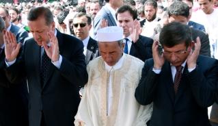 Turkish Prime Minister Recep Tayyip Erdogan (L) attends Friday prayers with Libya's Mustafa Abdel Jalil (C) and Turkish Foreign Minister Ahmet Davutoglu (R) in Tripoli, Sept. 16, 2011. (photo by MAHMUD TURKIA/AFP/Getty Images) Read more: http://www.al-monitor.com/pulse/originals/2014/08/zaman-davutoglu-ideologue-behlul-ozkan-academic-akp-islamic.html##ixzz3AMDKugoO