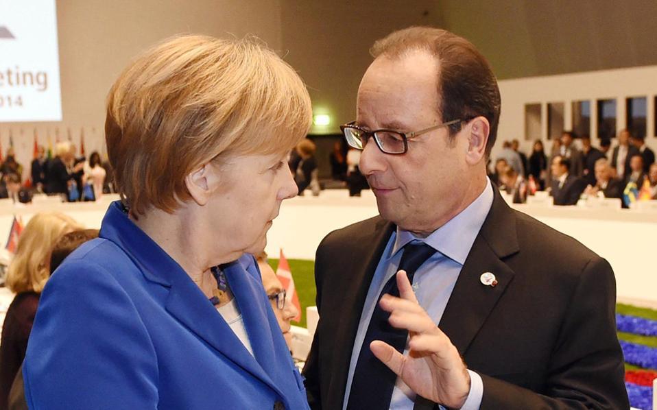 O Φρασνουά Ολάντ (Δ) με την Γερμανίδα Καγκελάριο Αγκελα Μέρκελ.