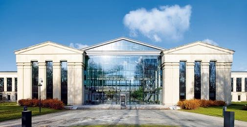 Η κεντρική έδρα της SWIFT στη La Hulpe, κοντά στις Βρυξέλλες στο Βέλγιο. Όλα, ή σχεδόν όλα, είναι διαφανή.