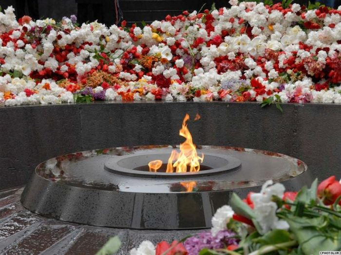 armeniki-genocide-memorial01-10april2015